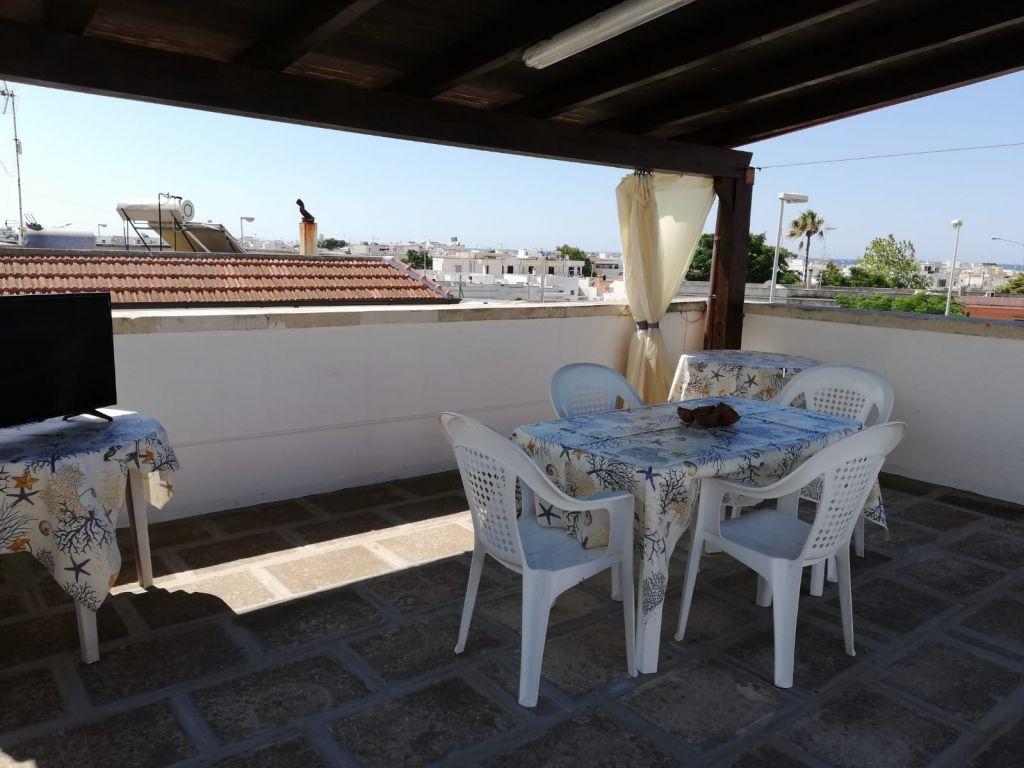 A Torre San Giovanni in appartamento con terrazza vista mare